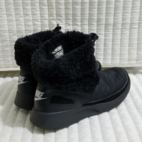 the best attitude 63a78 63cbf Nike Women s Kaishi Winter High Lace Up Boots